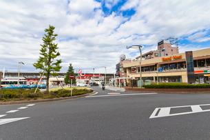 和光市駅南口駅前・ロイヤルホスト和光駅前店の写真素材 [FYI01678273]