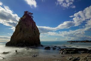 立石と海岸(スローシャッター)の写真素材 [FYI01678887]