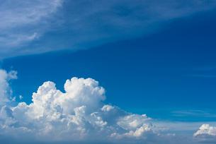夏の空 積乱雲の写真素材 [FYI01679310]
