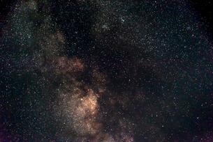 星野(たて座β星、へび座η星、IC-4756散開星団、へびつかい座)の写真素材 [FYI01679371]