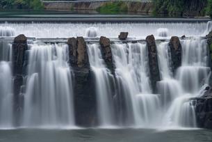 沈堕の滝 雄滝 スローシャッターの写真素材 [FYI01679552]