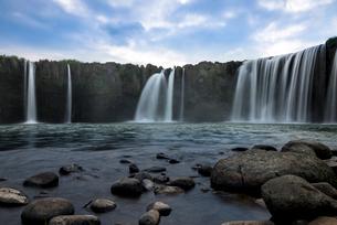原尻の滝 スローシャッターの写真素材 [FYI01679587]
