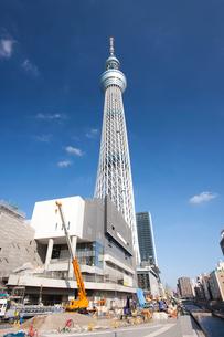 工事中の東京スカイツリーの写真素材 [FYI01679617]