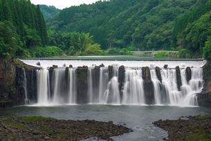 沈堕の滝 雄滝 スローシャッターの写真素材 [FYI01680048]