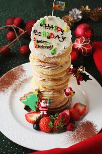 バースデーパンケーキの写真素材 [FYI01680139]