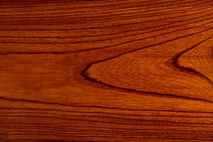 拭き漆塗りのケヤキ板の写真素材 [FYI01681037]