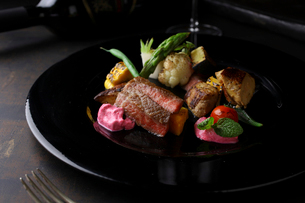 フォアグラと野崎牛のステーキの写真素材 [FYI01681202]