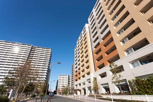 新興住宅地の高層マンションの写真素材 [FYI01681251]
