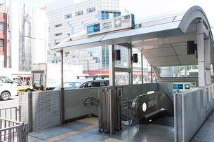 上野広小路駅、上野御徒町駅A3出口の写真素材 [FYI01681260]