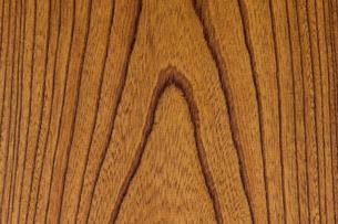 拭き漆塗りのケヤキ板の写真素材 [FYI01681330]