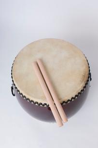 和太鼓とバチの写真素材 [FYI01681804]