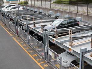 機械式駐車場の写真素材 [FYI01681838]