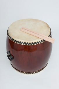 和太鼓とバチの写真素材 [FYI01681867]