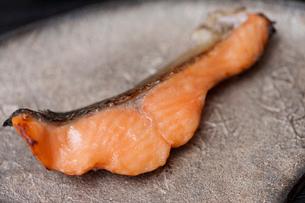 信州サーモンの味噌焼きの写真素材 [FYI01682008]