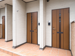 アパートの玄関の写真素材 [FYI01682699]