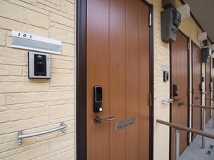 アパートの玄関の写真素材 [FYI01682792]