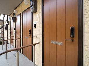 アパートの玄関の写真素材 [FYI01682926]