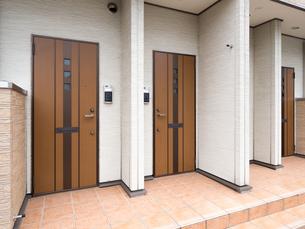アパートの玄関の写真素材 [FYI01682991]