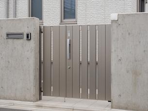 住宅の門の写真素材 [FYI01683028]