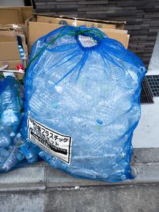 ペットボトルのリサイクルの写真素材 [FYI01683199]