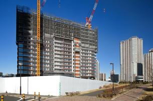 高層マンションの建設現場の写真素材 [FYI01683236]