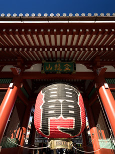 東京都 浅草寺雷門の写真素材 [FYI01683285]