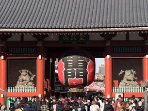 東京都 浅草寺雷門の写真素材 [FYI01683328]