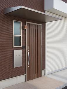 住宅の玄関の写真素材 [FYI01683931]