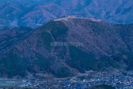 竹田城の夜景の写真素材 [FYI01684432]