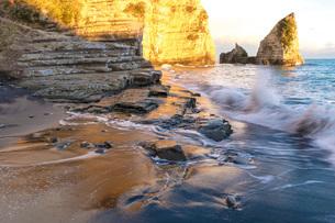大波月・小波月海岸の渚の写真素材 [FYI01684437]