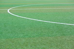 サッカー練習場の白線ラインの写真素材 [FYI01684463]