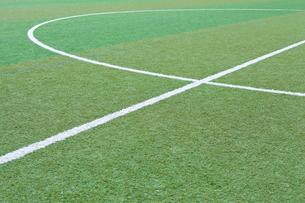 サッカー練習場の白線ラインの写真素材 [FYI01684593]
