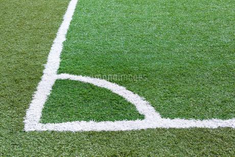サッカー練習場の白線ラインの写真素材 [FYI01684621]