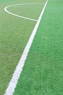 サッカー練習場の白線ラインの写真素材 [FYI01684646]