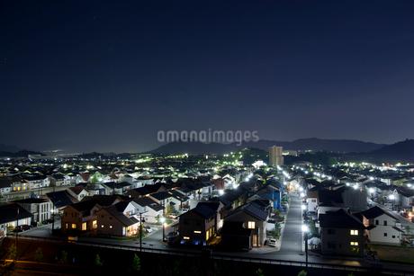 住宅街の夜景の写真素材 [FYI01684871]