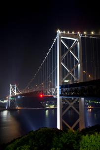 関門橋の夜景の写真素材 [FYI01684905]