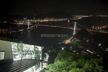 火の山ロープウェイと関門海峡の夜景の写真素材 [FYI01684961]