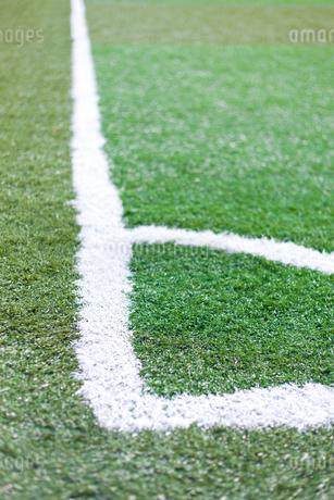 サッカー練習場の白線ラインの写真素材 [FYI01685000]
