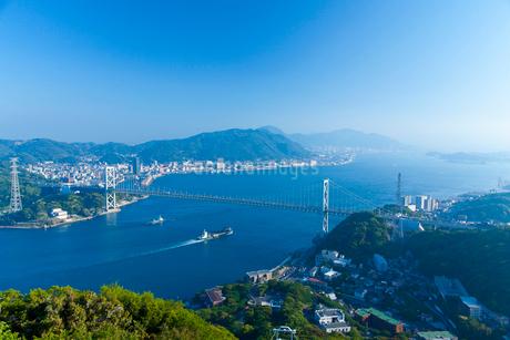 関門橋と関門海峡の写真素材 [FYI01685028]