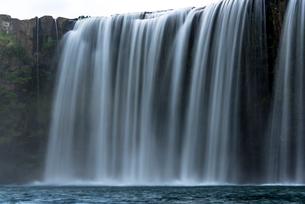原尻の滝 スローシャッターの写真素材 [FYI01685091]