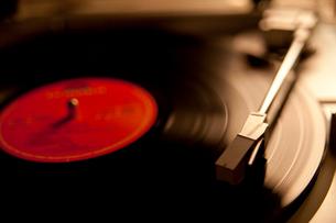レコードとレコードプレイヤーの写真素材 [FYI01685318]