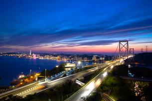 関門橋と夕景の写真素材 [FYI01685395]