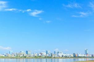 青空と街並の写真素材 [FYI01685434]