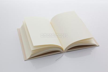 白紙の本の写真素材 [FYI01685691]