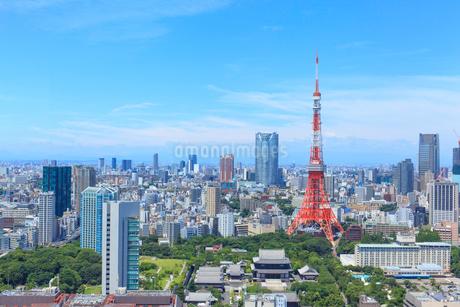 東京タワーと街並みの写真素材 [FYI01685744]