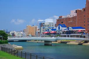 紫川と小倉の街並みの写真素材 [FYI01685828]