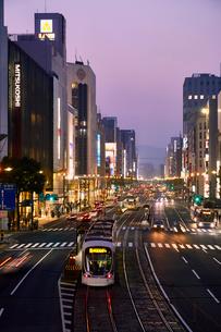 夕暮れの広島 八丁堀の写真素材 [FYI01686097]