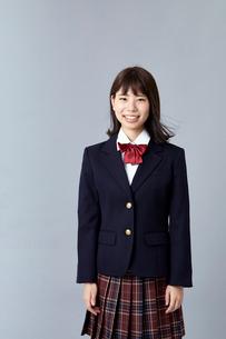 ブレザーを着た女学生の写真素材 [FYI01686258]