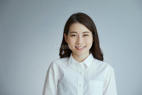 笑顔の女性の写真素材 [FYI01686330]