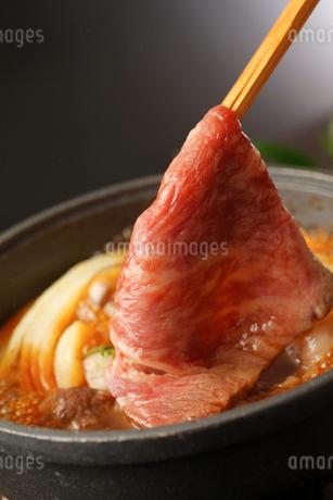 和牛のすき焼き 玉子付けの写真素材 [FYI01686563]